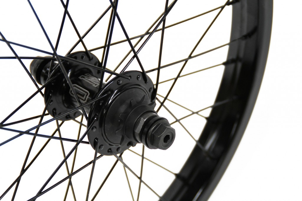 Pintour-Rear-Wheel-18Inch-Black-Detail